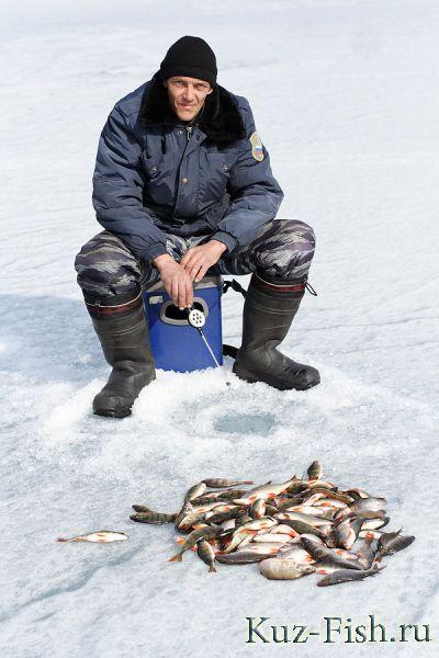 Рыбалка на озере парное зимой